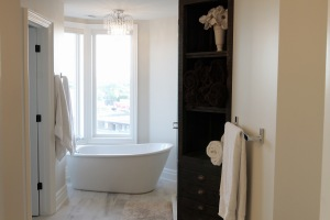 How to Make Your Bathroom Feel Bigger andBrighter