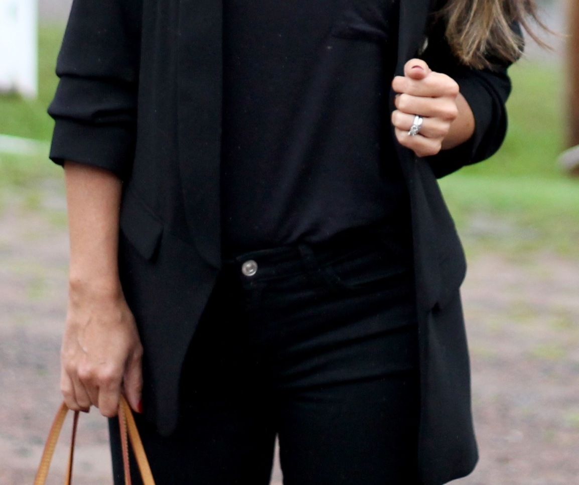 An All-Black Look To Try This Weekend